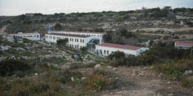 Protesta all'hotspot di Lampedusa