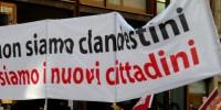 """La fabbrica della """"clandestinità"""" ha un nome: legge Bossi-Fini!"""