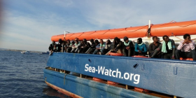 Lo sbarco dei naufraghi della Sea Watch 3 e le ipocrisie del governo