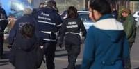 Roma: polizia violenta dopo l'incendio, la denuncia di Nazione Rom.