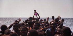 La lenta agonia dei migranti dimenticati in mezzo al mare