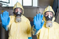 operatori-sanitari-in-tuta-anti-ebola